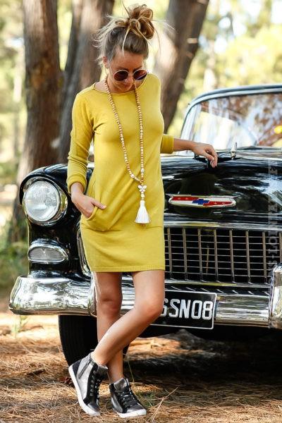 robe-pull-verte-courte-avec-poches-couleur-vert-olive-moutarde-dos-détail-matière-B073