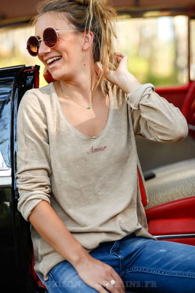 tee shirt camel marron clair manches longues message amour col rond B202