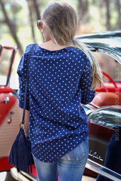 tee shirt bleu marine manches longues motifs petites étoiles blanches B202