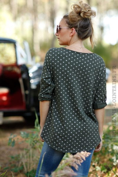 tee shirt manches longues vert kaki motifs petites étoiles blanches B202