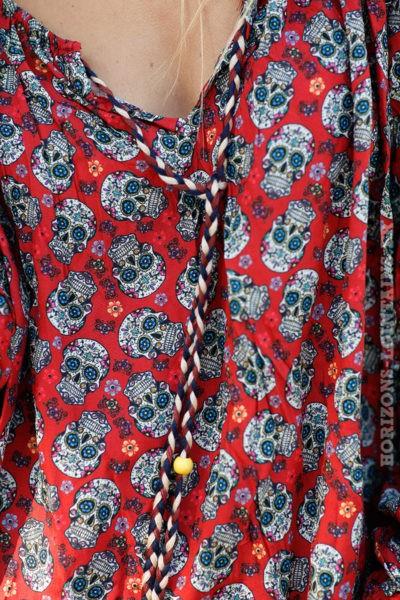 tunique légère rouge avec motifs petites têtes mort B214