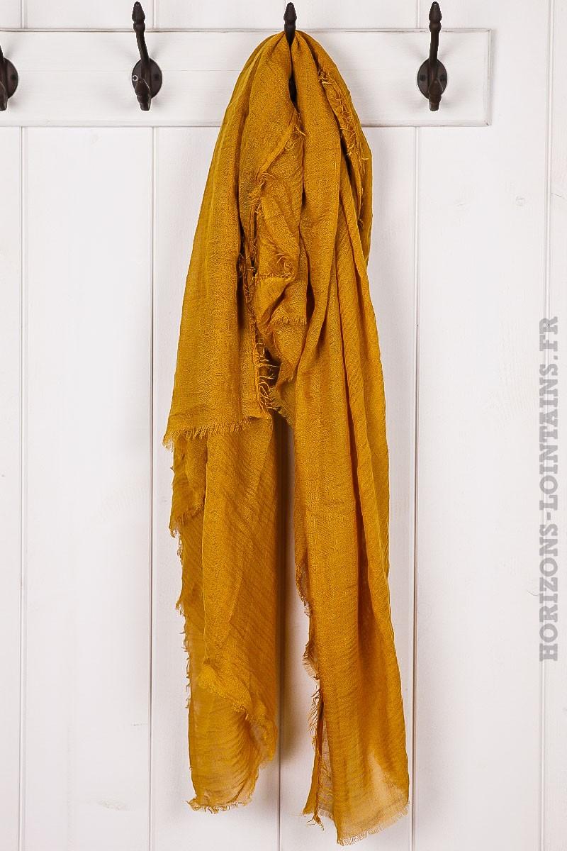Écharpe couleur moutarde accessoire mode pour femme collection automne 88e93d5e7f5