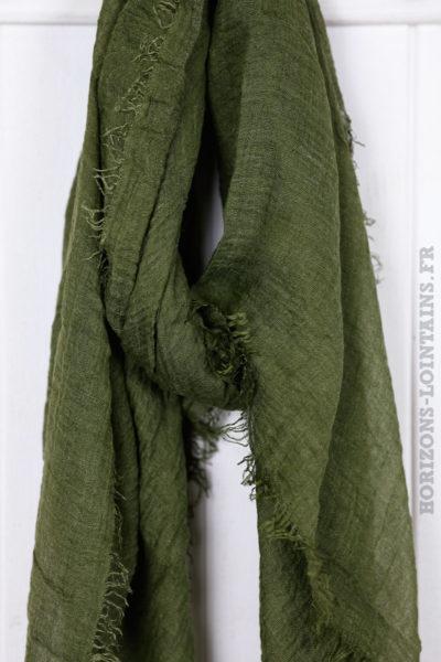 Écharpe couleur kaki foncé accessoire mode pour femme collection automne