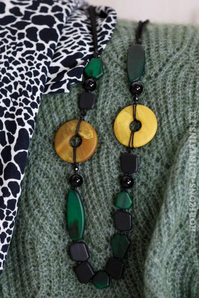 Collier sautoir perles vertes jaunes noires effet nacré 102