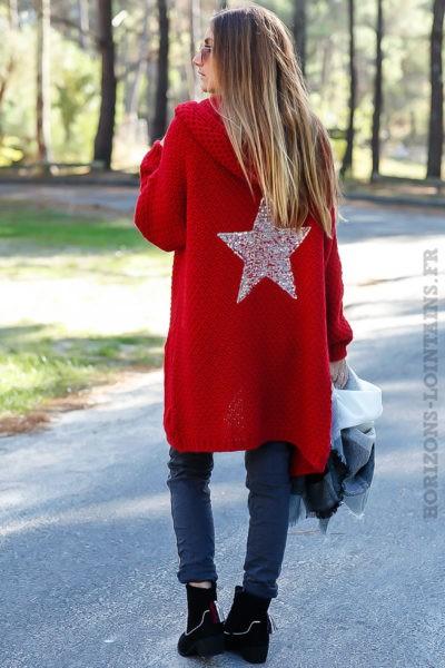 Gilet rouge capuche grosses mailles chaudes étoile sequins argentés dos veste femme