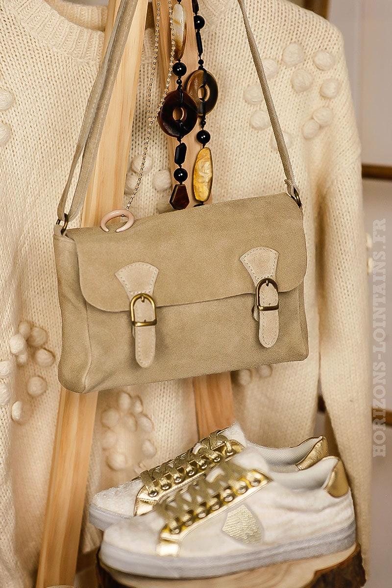 b070527643 petit sac style cartable beige, cuir velours, bandoulière réglable pratique