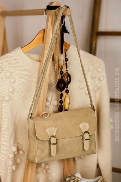 petit sac style cartable beige, cuir velours, bandoulière réglable pratique