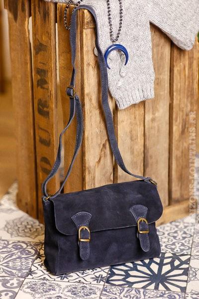petit sac style cartable bleu marine, cuir velours, bandoulière réglable pratique