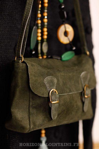petit sac style cartable kaki, cuir velours, bandoulière réglable pratique
