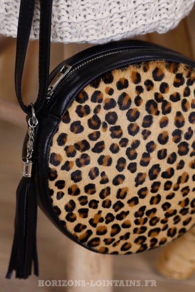 Sac rond cuir noir avec imprimé léopard effet fourrure