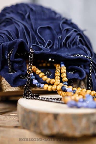 Sac seau à franges, couleur bleu marine, cuir velours et anse chaînette