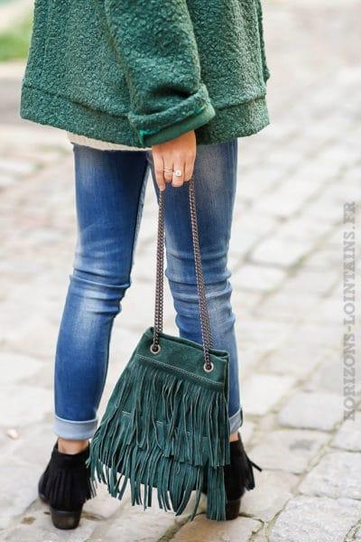Sac seau vert anglais foncé matière cuir velours avec franges anse chainettes look indien cowboy