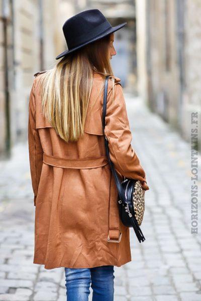 Manteau trench femme camel en suédine pour un look urbain moderne