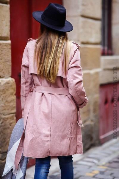 Manteau trench femme rose en suédine pour un look urbain moderne