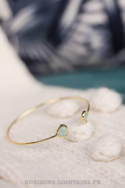 Jonc ouvert en acier doré avec 2 pierres turquoise bleu clair
