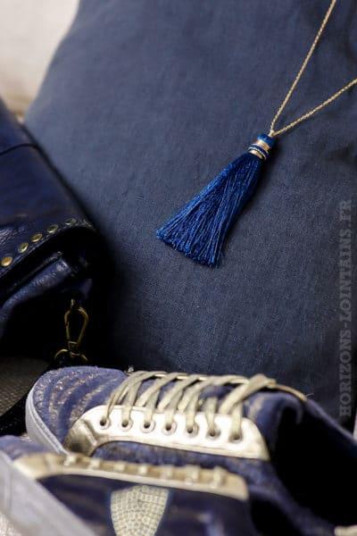 collier acier doré pompon bleu foncé clair sautoir classe bijoux femme