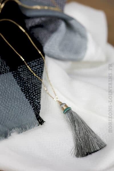 collier acier doré pompon gris clair sautoir classe bijoux femme