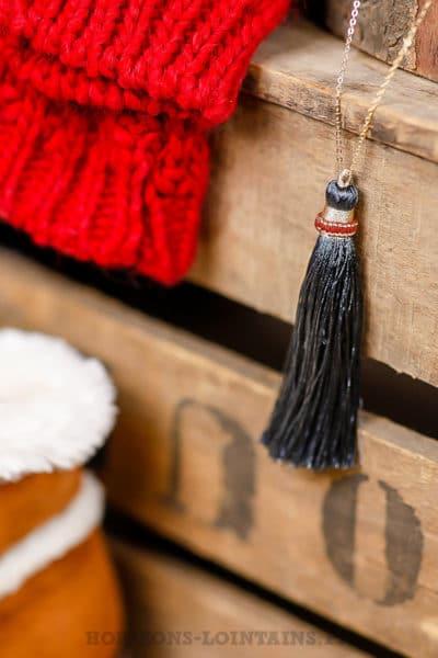 collier sautoir acier doré pompon demi-lune gris foncé bijoux chics 110