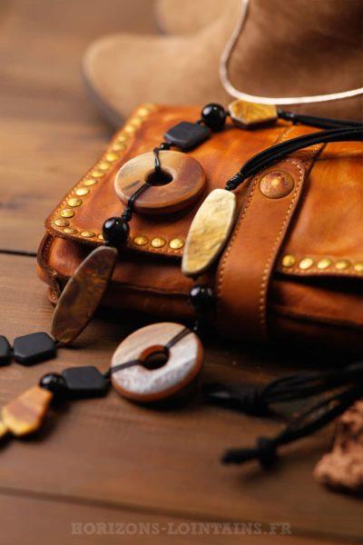 collier femme perles nacrées marron forme géométriques
