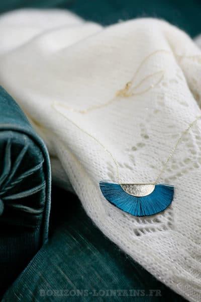 collier sautoir acier doré pompon demi-lune bleu vert turquoise bijoux chics 110