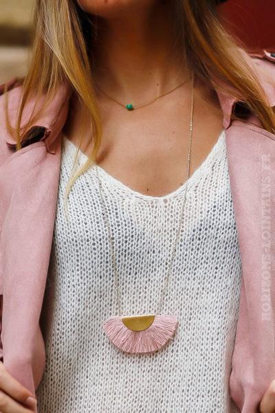 collier sautoir acier doré pompon demi-lune rose poudré bijoux chics look femme