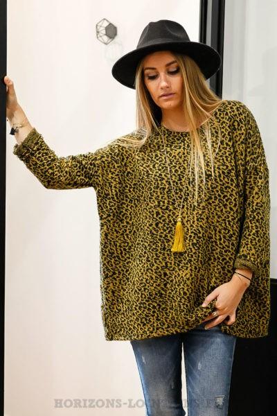 pull doux imprimé léopard noir fond moutarde pour un look tendance