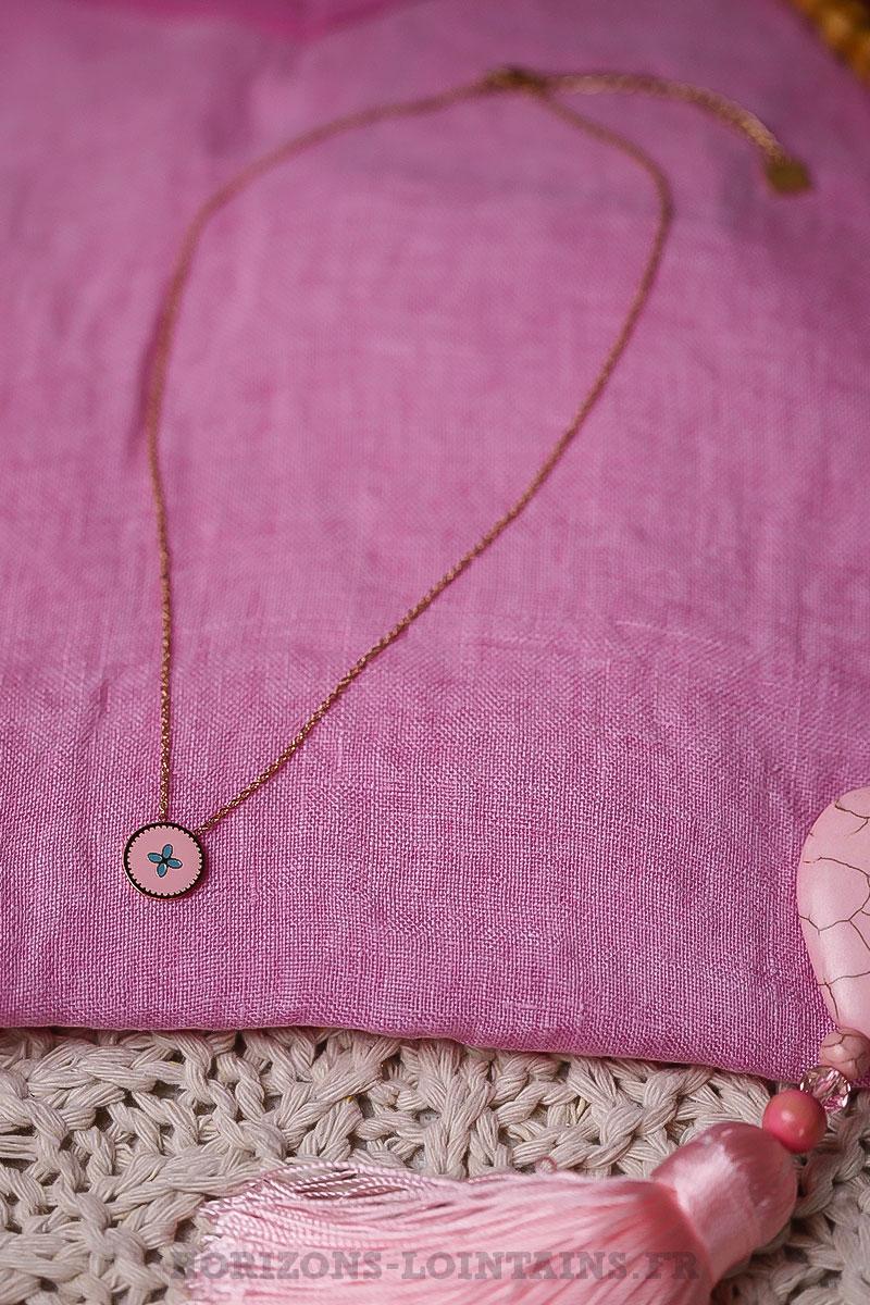 321e0650a789c Collier acier doré pendentif fond rose petit motif turquoise ...