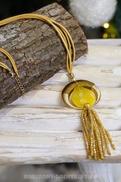 Collier corne demi lune pierre jaune et perles à facettes moutarde dorée