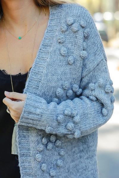 Gilet long gris mailles détail boules relief vêtements femme