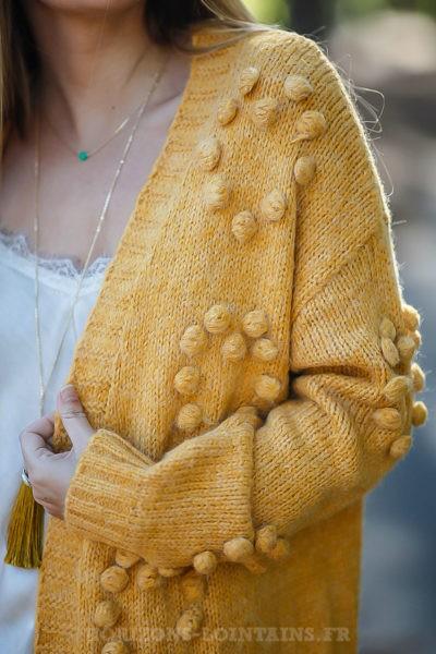 Gilet long moutarde mailles détail boules relief vêtements femme