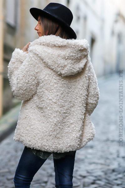 manteau à capuche à boucle écru doux et confortable