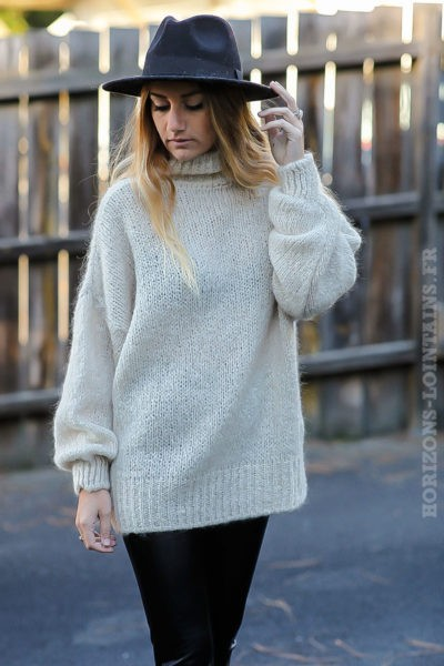 Pull-chaud-beige-grosses-mailles-col-cheminé-look-tendance-moderne