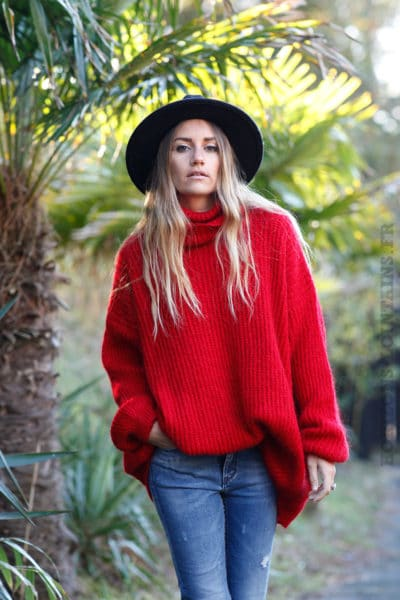 Pull-rouge-loose-col-roulé-b241