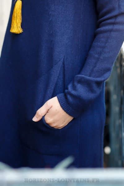 Robe pull bleue marine avec col roulé et poches