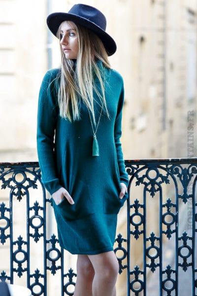 Robe pull verte foncée avec col roulé et poches