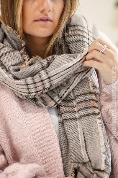 echarpe-femme-carreaux-beige-chaude-hiver-look