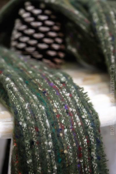 écharpe-douce-verte-kaki-chiné-avec-couleurs