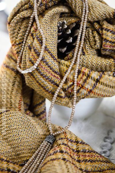 Collier perles beige à facettes brillantes bijoux de noël