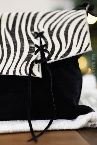 Sac noir blanc rabat zèbré fermeture lacet look moderne