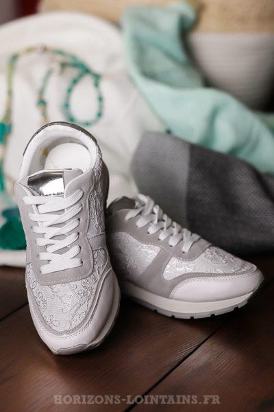 Baskets-blanches-avec-dentelle-chaussures-femme-sport
