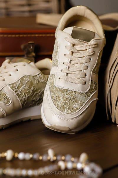 Baskets-dorées-gold-avec-dentelle-chaussures-femme-look-sport