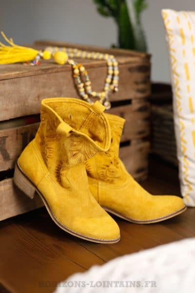 Bottines jaune moutarde à talon femme effet peau ajourées