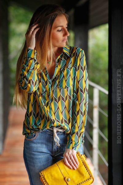 Chemise-voilage-effet-soie-noire-motif-feuille-moutarde-vert-vêtement-femme