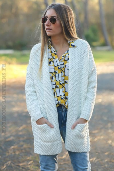 Gilet-long-maille-it-hippie-blanc-cassé-écru-idées-tenues-femme-moderne-détail-poches