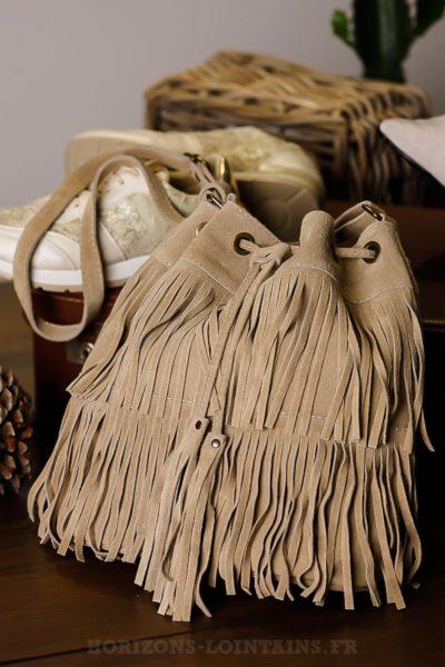 Grand-sac-seau-beige-franges-lien-resserable-look-femme-bohème-chic-hippie