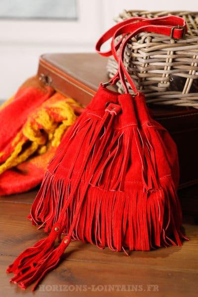 Grand-sac-seau-rouge-franges-lien-resserable-look-femme-bohème-chic-hippie