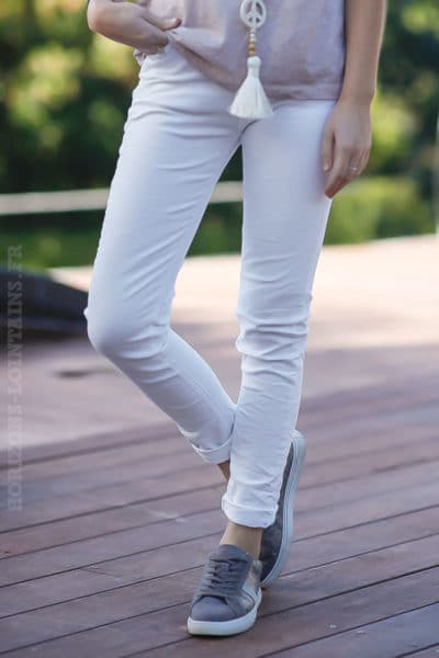 Jean-basique-blanc-pantalon-clair-femme-tendance-moderne-basics
