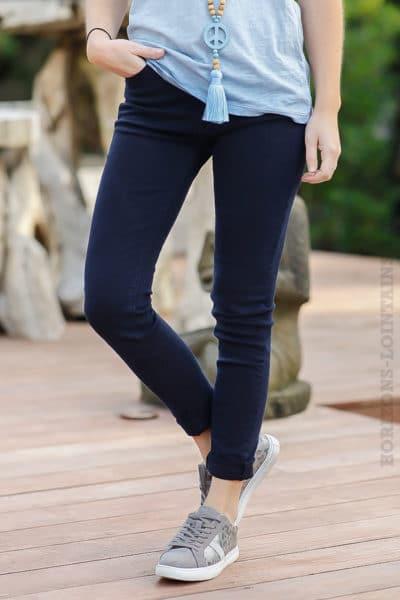 Jean-basique-bleu-marine-pantalon-femme-tendance-moderne-basics
