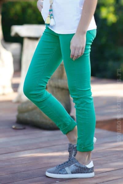Jean-basique-vert-pantalon-femme-tendance-moderne-basics