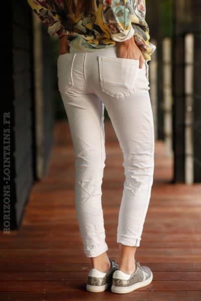 Jean-stretch-blanc-boutons-poches-pantalon-clair-femme-look-moderne
